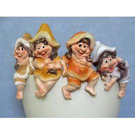 Стикер керамический К4.133 Девочка с грибком 19 см